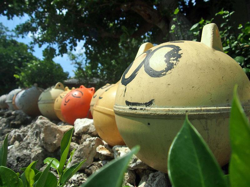 手作りのオブジェ(浮き球)が目印