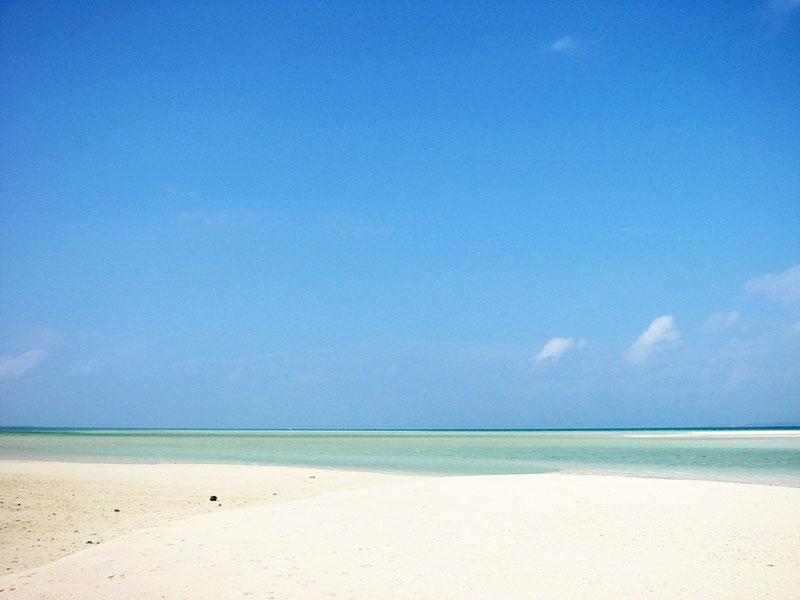 果てしなく続く砂浜